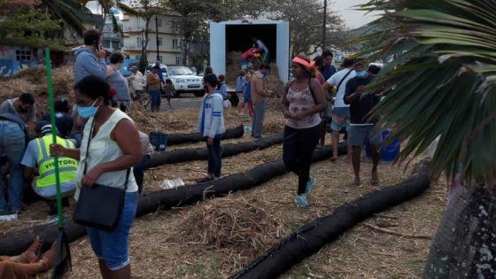 Fuite d'huile du MV Wakashio : une marée humaine de solidarité contre la marée noire