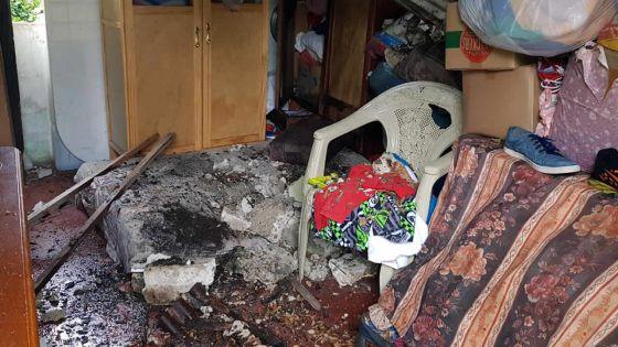 À Grand-Gaube : un arbre s'effondre sur le toit de sa maison