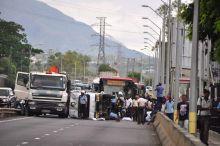 Bell-Village: une camionnette se renverse et cause un embouteillage monstre