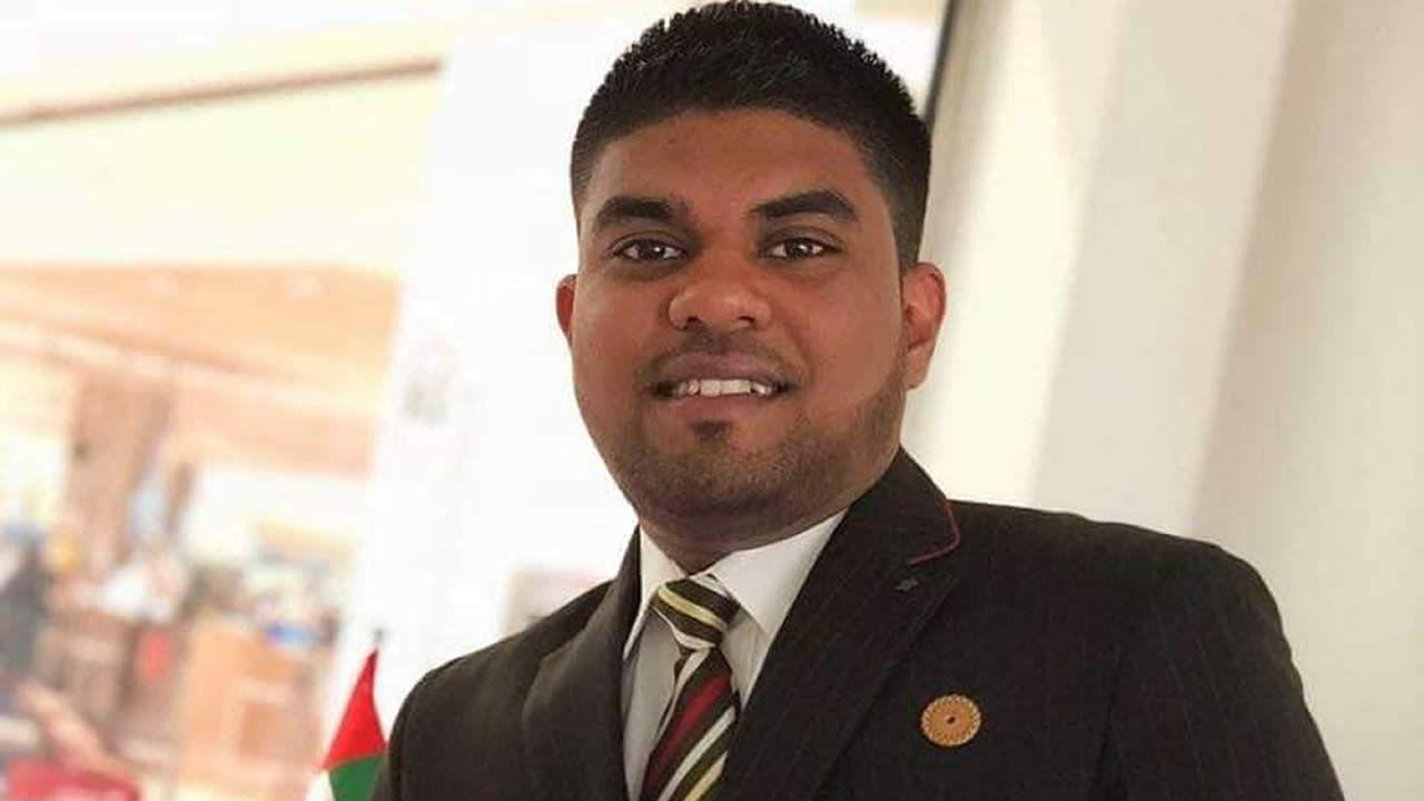 Essam Limbajee est d'origine mauricienne et a vu le jour à Dubaï.